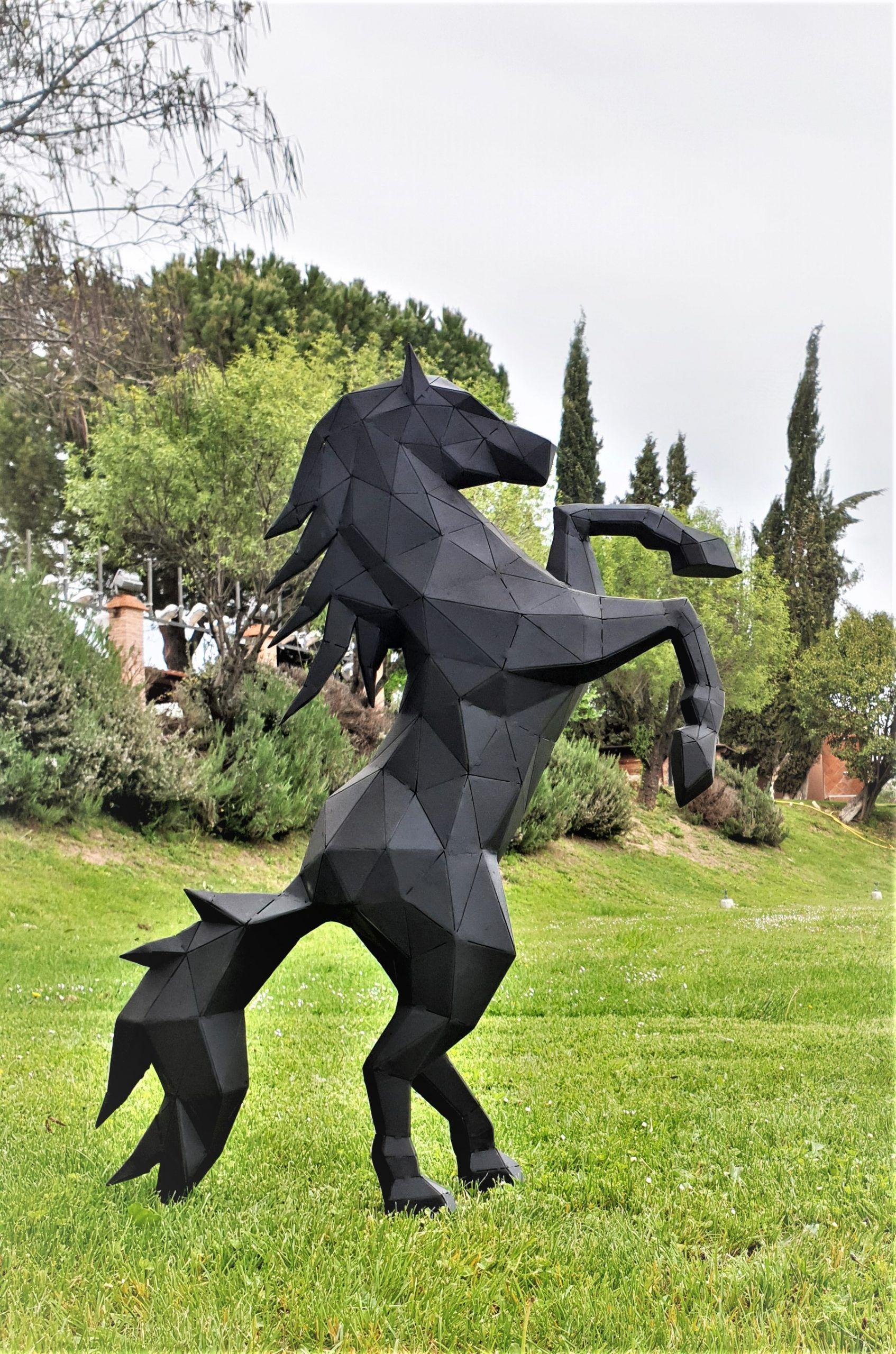escultura-perro-poligonal-sculpturewoyto-sentado
