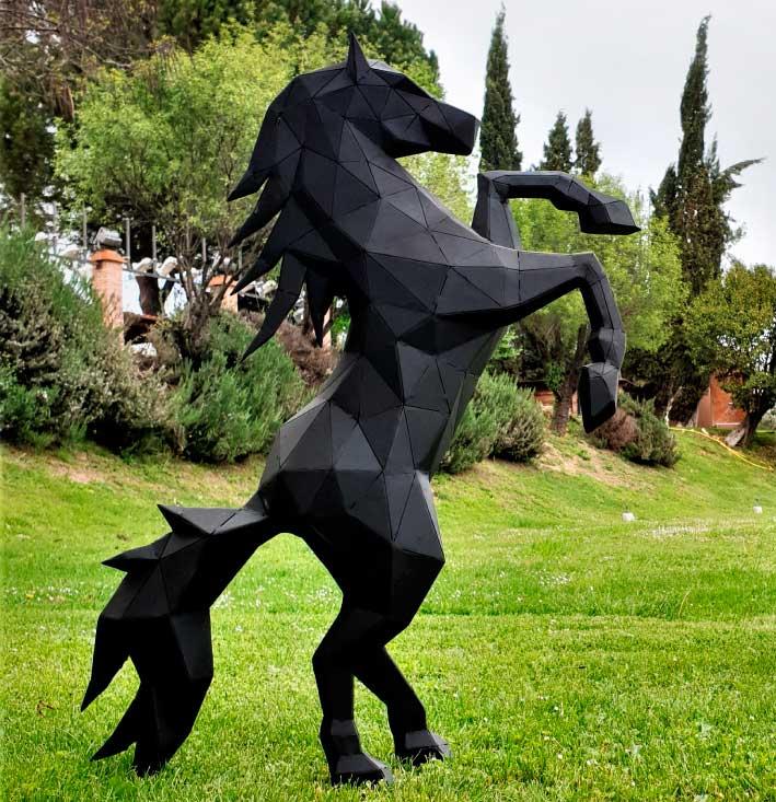 caballo escultura acero sculpturewoyto corazon salvaje 2