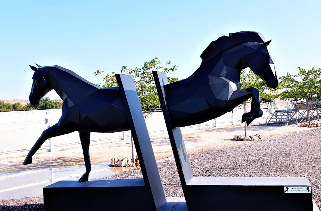 caballos-escultura-acero-sculpturewoyto-dilema